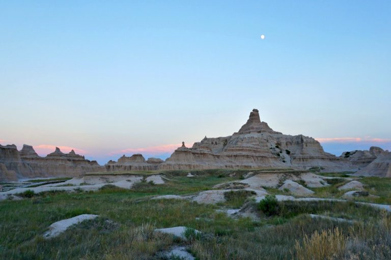 The Ultimate South Dakota RV Road Trip: Badlands, Bison & Black Hills