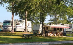 rv park campground campsite tree lined motorcoach how to find rv camping